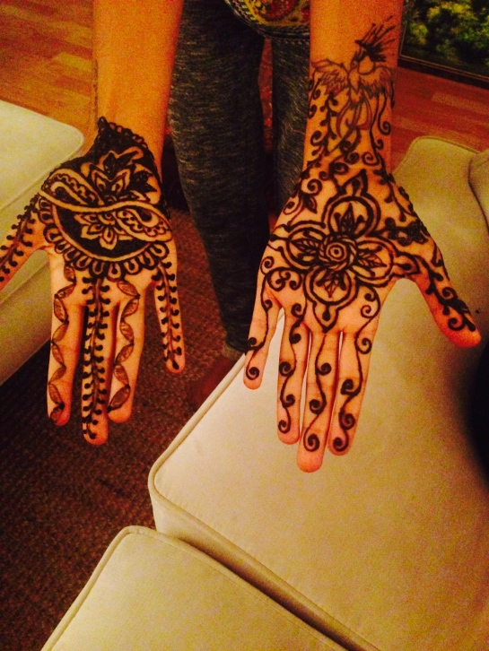 Spent my Sunday night with friends and henna.